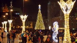 Gwiazdy, bombki, fontanny. Warszawa błyszczy na święta