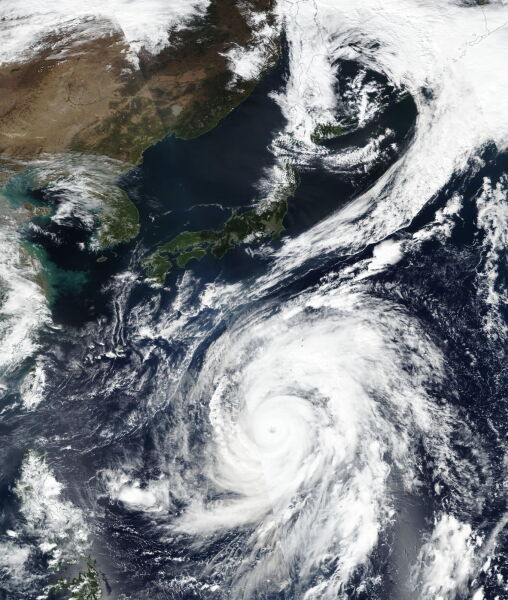 Zdjęcie satelitarne supertajfunu Hagibis (PAP/EPA/NASA GODDARD MODIS RAPID RESPONSE)