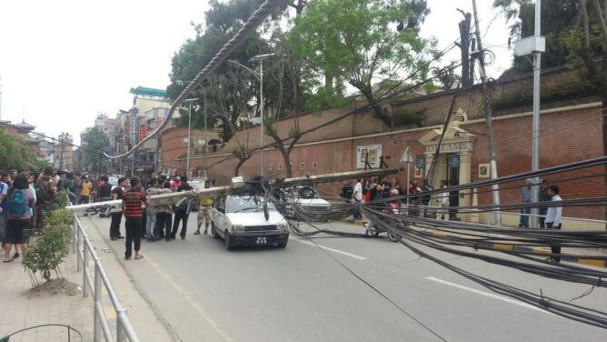 """""""Wielka panika, musieliśmy uciekać"""". <br />Zdjęcia Reportera 24 po trzęsieniu ziemi w Nepalu"""
