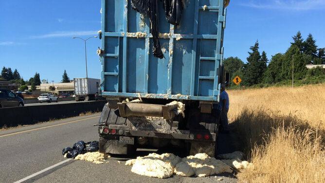 """Z jadącej ciężarówki spadało ciasto.<br /> """"Ciepło sprawiło, że ono urosło"""""""