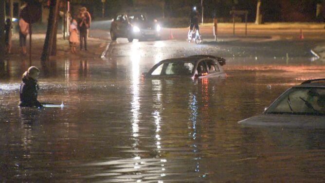 Gwałtowne ulewy w Belgii. Woda wdarła się do szpitala, zatopiła samochody