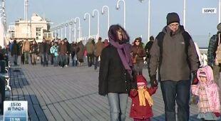 Wiosna w powietrzu, na spacerach pełno ludzi (TVN24)